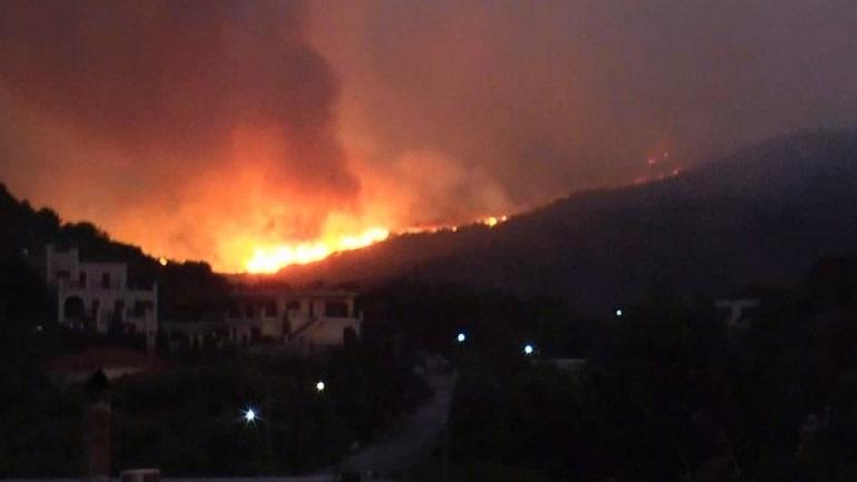 Φωτιά στη Μάνη: Εκκενώθηκαν χωριά και οικισμοί