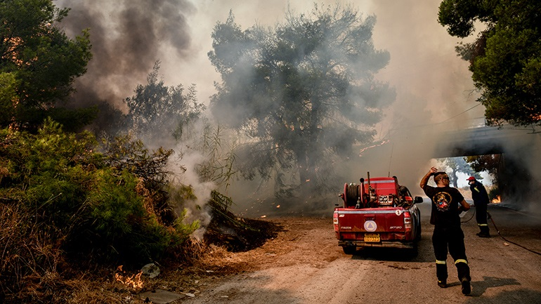 Η χώρα καίγεται και κάποιοι «παίζουν»: 50 φάρσες για πυρκαγιές στην Αττική