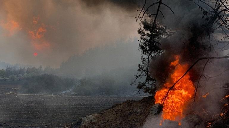 Κρήτη: Σε ύφεση η φωτιά στον Άγιο Θωμά Ηρακλείου