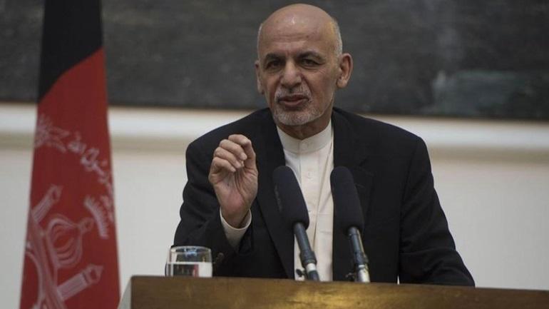 Ο Άσραφ Γάνι υποστηρίζει ότι έφυγε από την Καμπούλ για να αποτρέψει μια αιματοχυσία και δεν πήρε χρήματα μαζί του