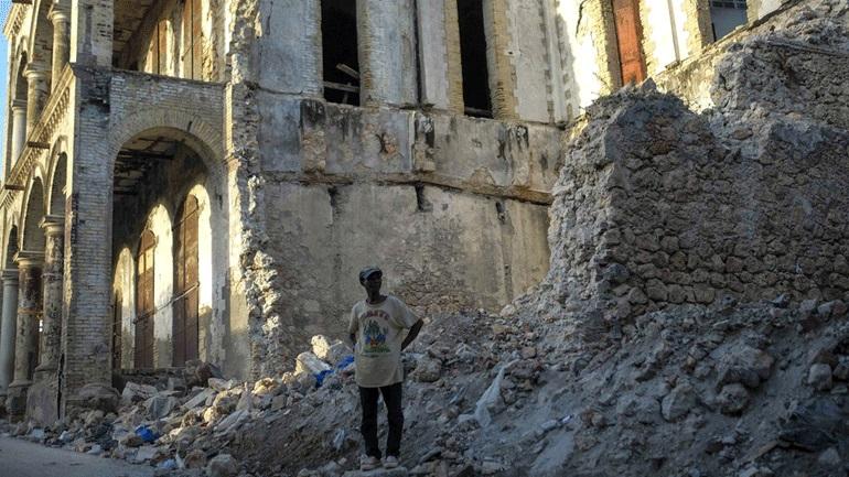 Αϊτή: Καταρρέουν κι άλλα κτήρια από τους μετασεισμούς