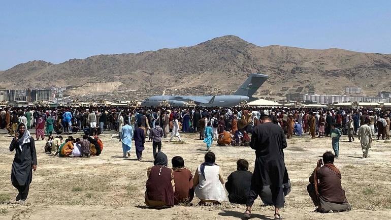 Οι Αφγανοί ψάχνουν τρόπο διαφυγής