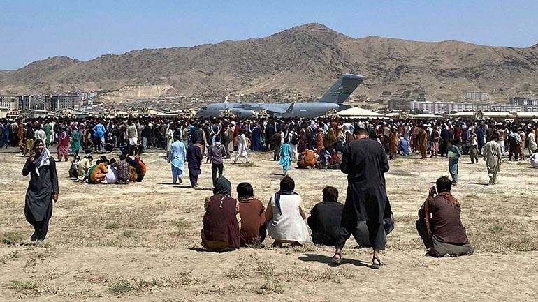 Η κυβέρνηση της Βρετανίας εξετάζει το ενδεχόμενο να θέσει εκτός νόμου τα ταξίδια στο Αφγανιστάν