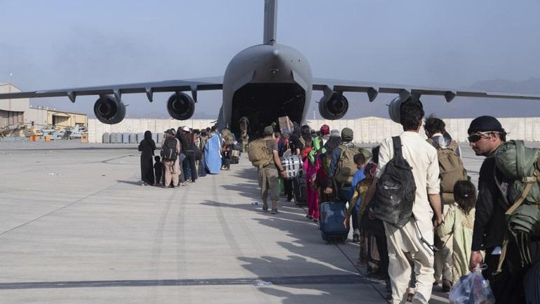 Oι ΗΠΑ εξετάζουν όλες τις πιθανές διαδρομές για την απομάκρυνση ανθρώπων από το Αφγανιστάν