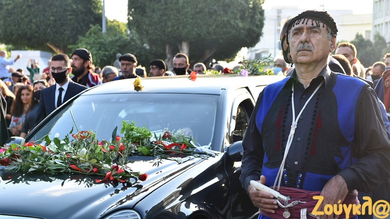 LIVE: Ο Μίκης Θεοδωράκης στην τελευταία του κατοικία