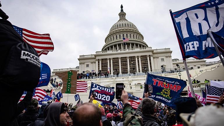 ΗΠΑ: 21 εκατ. Αμερικανοί θέλουν επάνοδο Τραμπ στον Λευκό Οίκο διά της βίας