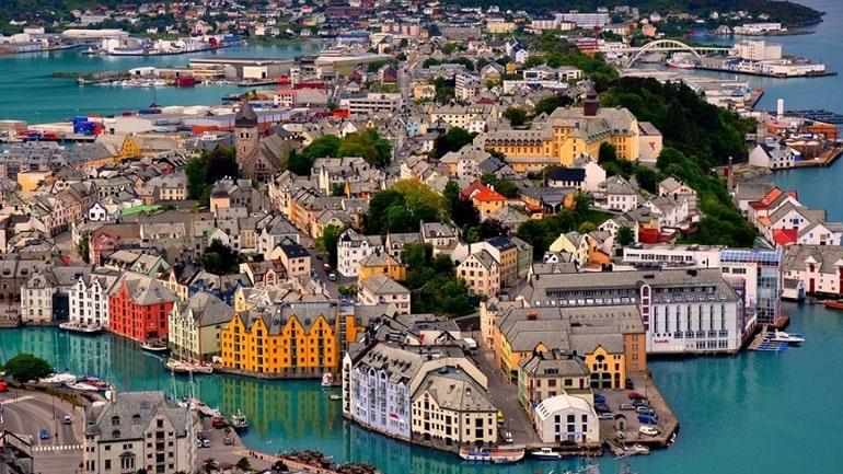 Νορβηγία: Εργατικοί και Κεντρώοι συμφώνησαν να σχηματίσουν κυβέρνηση συνασπισμού