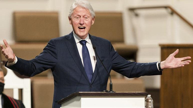 Ο Μπιλ Κλίντον νοσηλεύεται σε νοσοκομείο της Καλιφόρνια