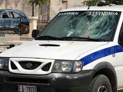 Πέταξαν πέτρες σε σταθμευμένο περιπολικό στην Κομοτηνή – Χειροπέδες σε έναν 21χρονο