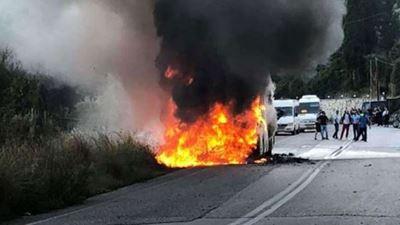 Φωτιά σε λεωφορείο του ΚΤΕΛ στη Λευκάδα - Πρόλαβαν και βγήκαν οι επιβάτες 6580e1140ae