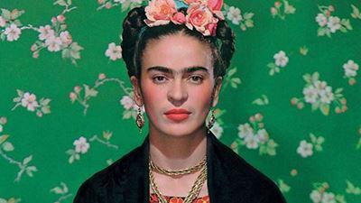 adc7488ef766 Η ιστορία των flower crowns και των γυναικών που τα υιοθέτησαν  Από την  Frida Kahlo