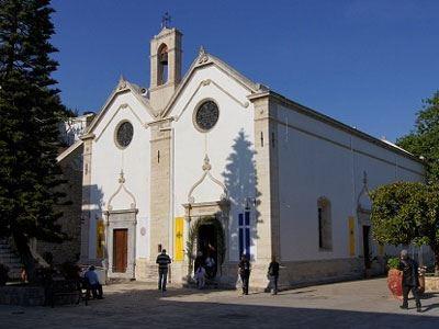 Πρότσιμο - μαμούθ σε μοναστήρι για εικονικά τιμολόγια