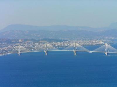 ΤΩΡΑ: Άνδρας έπεσε από τη γέφυρα Ρίου-Αντιρρίου