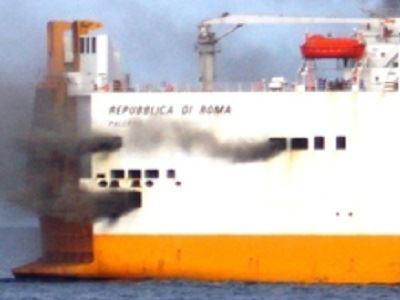 Εκκένωση οχηματαγωγού της Grimaldi μετά από πυρκαγιά