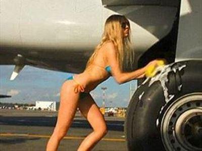 Εικοσάχρονη συνελήφθη να κάνει σεξ στο αεροπλάνο