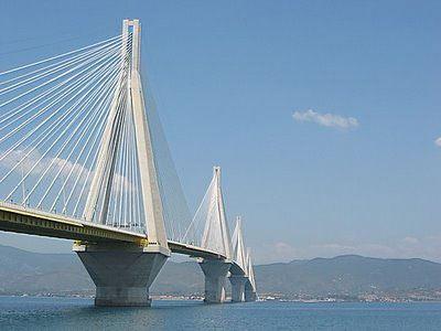 Βουτιά θανάτου από τη γέφυ�α Ρίου-Αντι��ίου