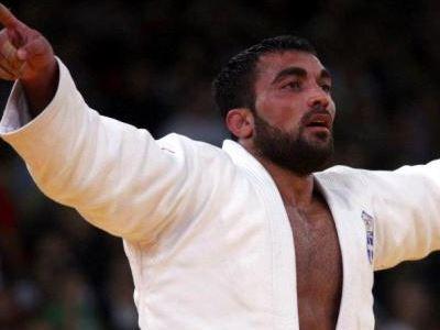 Πανευτυχής για την κατάκτηση του χρυσού μεταλλίου στο Παγκόσμιο Πρωτάθλημα τζούντο στη Ρωσία και  στην κατηγορία των -90 κιλών εμφανίστηκε ο Ηλίας Ηλιάδης.!!