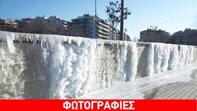Πάγωσε ο καταρράκτης στη Νέα Παραλία Θεσσαλονίκης