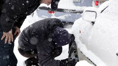 Ταλαιπωρία για τους ταξιδιώτες λόγω χιονιά σε διάφορες περιοχές της Ελλάδας