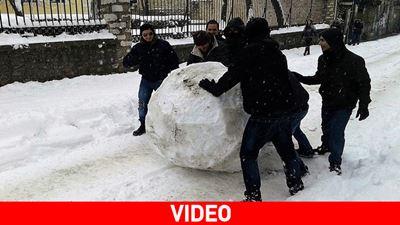 Η πιο μεγάλη χιονόμπαλα... στα Ιωάννινα!
