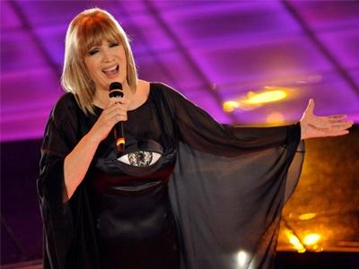 81d23832e1c Η Ιταλίδα τραγουδίστρια Ίβα Τζανίκι κατακρίνει τον Καβαλιέρε