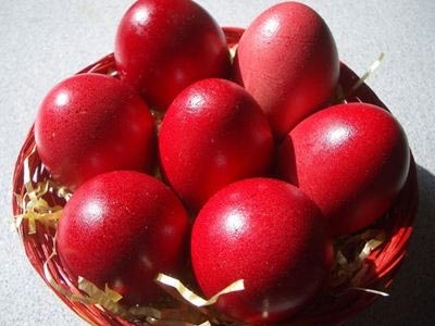 Γιατί βάφουμε κόκκινα αβγά το Πάσχα;