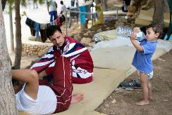 Οι διασωθέντες στον Προσφυγικό Καταυλισμό του νησιού