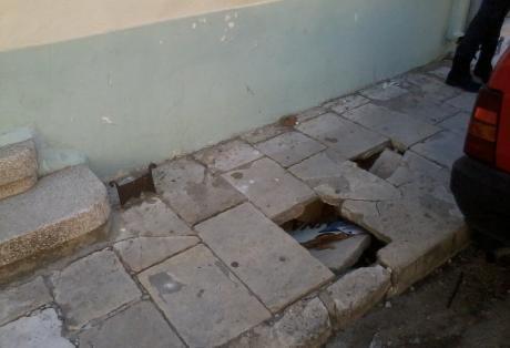 Πεζοδρόμιο... παγίδα στην Πάτρα