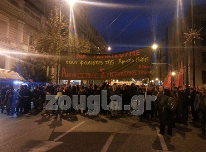 Παρά την περί αντιθέτου εντολή, οι συγκεντρωμένοι ξεκίνησαν πορεία προς την Παλιά Βουλή