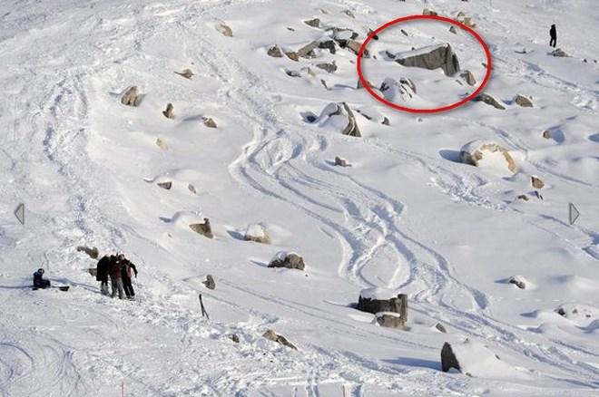 Όπως φαίνεται στην εικόνα, ο Σουμάχερ έπεσε πάνω στα βράχια, τα οποία βρίσκονται εκτός της πίστας. Σύμφωνα με τον γαλλικό Τύπο, από την σφοδρότητα της πρόσκρουσης το κράνος του έσπασε στα δύο
