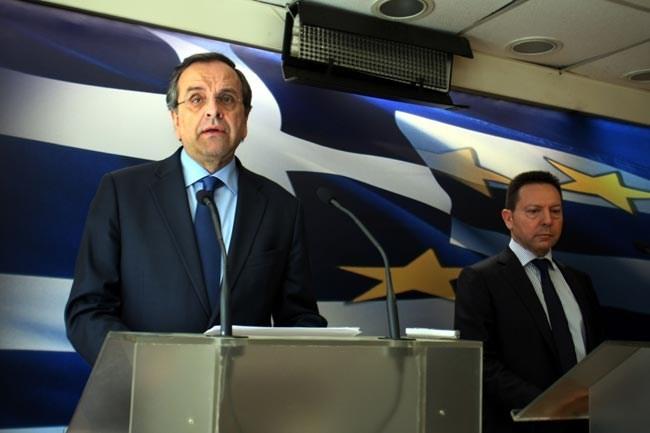 Ο Πρωθυπουργός και ο Υπουργός Οικονομικών κατά τη συνέντευξη Τύπου μετά τη συμφωνία με την Τρόικα