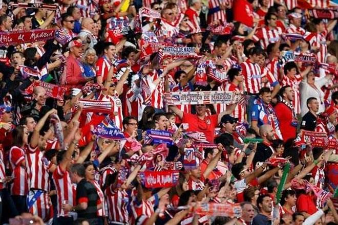 Οι οπαδοί της Ατλέτικο πανηγυρίζουν για το γκολ της ομάδας τους