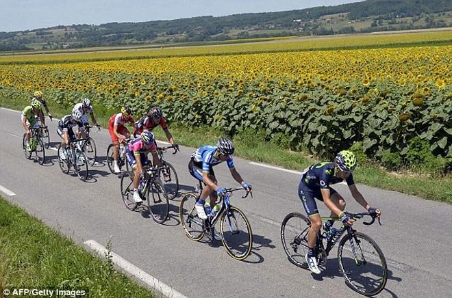 d7c67dea1ba Σοκάρουν τα πόδια ποδηλάτη μετά τον Γύρο της Γαλλίας