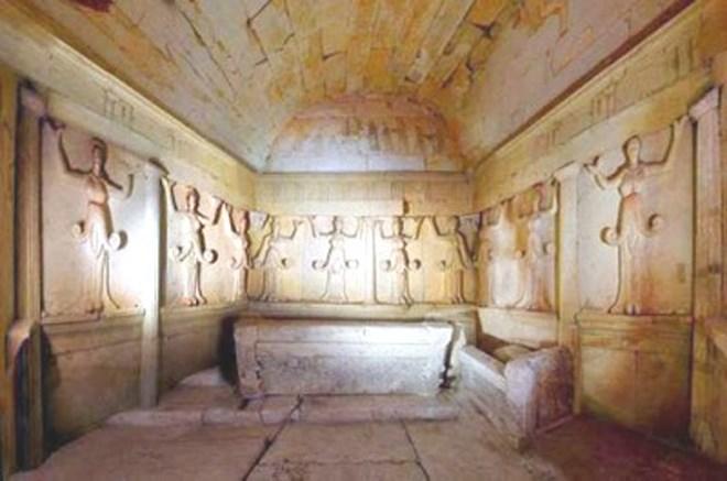 Το εσωτερικό του τάφου στη Βουλγαρία