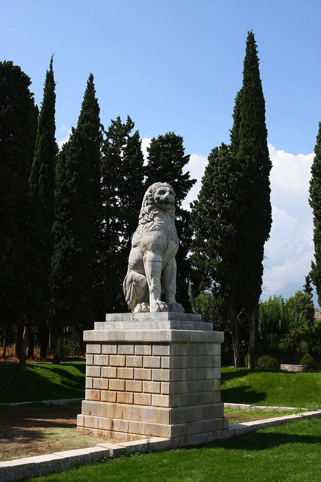 Ο Λέων της Χαιρώνειας το 2009, πιθανότατα εγέρθηκε από τους Θηβαίους στη μνήμη των νεκρών τους