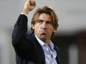 Ο Ρικάρντο Σα Πίντο πανηγυρίζει τη νίκη της ομάδας του