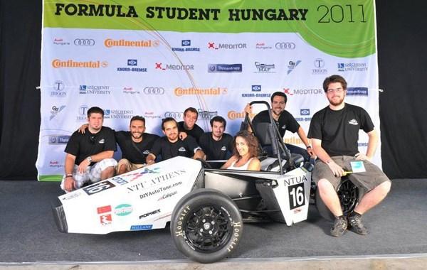 Η ελληνική ομάδα που συμμετείχε στον αγώνα της Ουγγαρίας με το μονοθέσιο Prom11