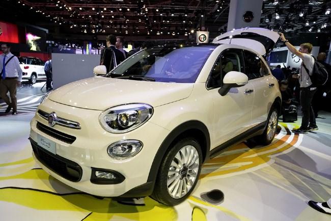 Ένα μικρό crossover που θα πολυσυζητηθεί και είναι σίγουρο ότι θα φέρει χιλιάδες πωλήσεις. Ο λόγος για το νέο Fiat 500X που θα έχει μήκος 4.25 μέτρα, εφοδιάζεται με κινητήρα 1.4 λίτρων και αποδίδει 140 ίππους. Δεν θα αργήσει να κυκλοφορήσει στους δρόμους ενώ η τιμή του υπολογίζεται κοντά στα 18.000 ευρώ...