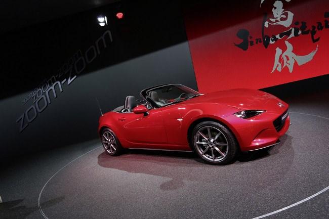 H νέα γενιά του Mazda MX-5 θα είναι διαθέσιμη με κινητήρα 1.5 λίτρων ο οποίος θα αποδίδει 100 ίππους. Προς το παρόν δεν γνωρίζουμε πότε θα έρθει στην Ελλάδα καθώς οι πωλήσεις έχουν «παγώσει» μέχρι να βρεθεί καινούργιος αντιπρόσωπος...