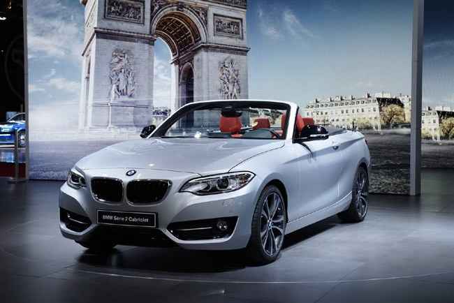 Επίσημο ντεμπούτο στο Παρίσι για την ανοιχτή έκδοση της BMW Series 2 cabrio. Το γερμανικό μοντέλο θα είναι διαθέσιμο με κινητήρες που θα ξεκινούν σε χωρητικότητα από τα 2.0 λίτρα. Η οροφή θα είναι soft και θα μπορεί να ανοιγοκλείνει ακόμα και με ταχύτητες 50 χλμ./ώρα...