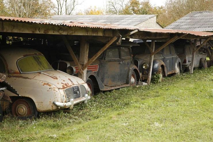 Πάνω από 40 χρόνια αυτά τα αυτοκίνητα ήταν παρατημένα...
