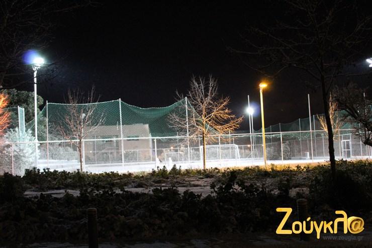 Γήπεδο ποδοσφαίρου στο Μαρούσι που δεν... φαίνεται από το χιόνι!