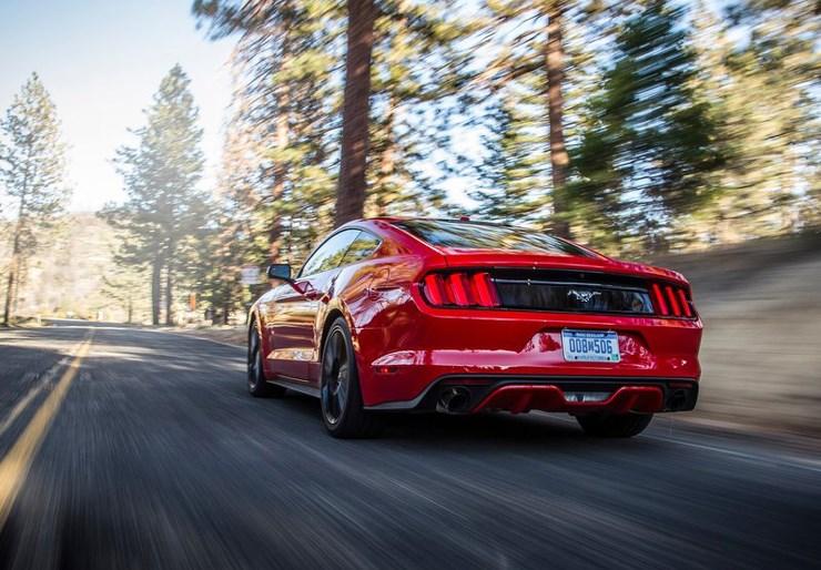 Από πού να κοιτάξεις τη νέα Mustang και να μην... ζαλιστείς;