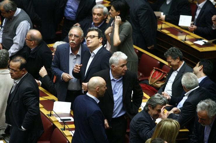 Με το βλέμμα στο... μέλλον ο γενικός γραμματέας του ΣΥΡΙΖΑ Δημήτρης Βίτσας