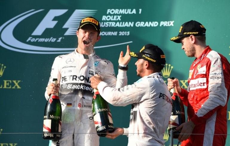 To βάθρο με τους νικητές: Hamilton, Rosberg και Vettel