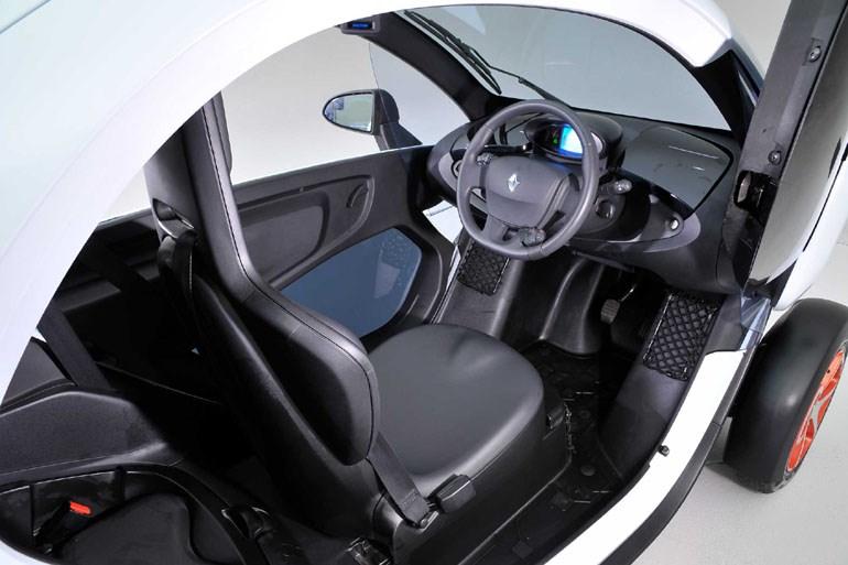 Το Renault Twizy φιλοξενεί δύο επιβάτες, έναν εμπρός και έναν πίσω...