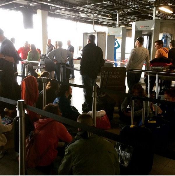 Περιμένοντας το ρεύμα στο αεροδρόμιο