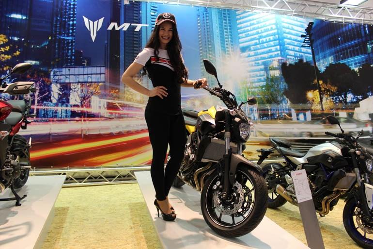 Στο περίπτερο της Yamaha που έχει ανέβει πολύ ψηλά σε πωλήσεις....