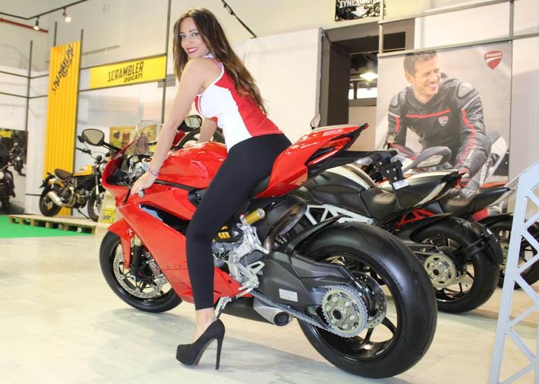 Από όπου και να κοιτάξεις το Ducati σου... βγαίνουν τα μάτια!