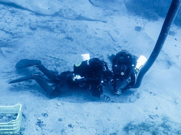 Ανασκαφή στην Τομή 1, με συσκευές κλειστού κυκλώματος